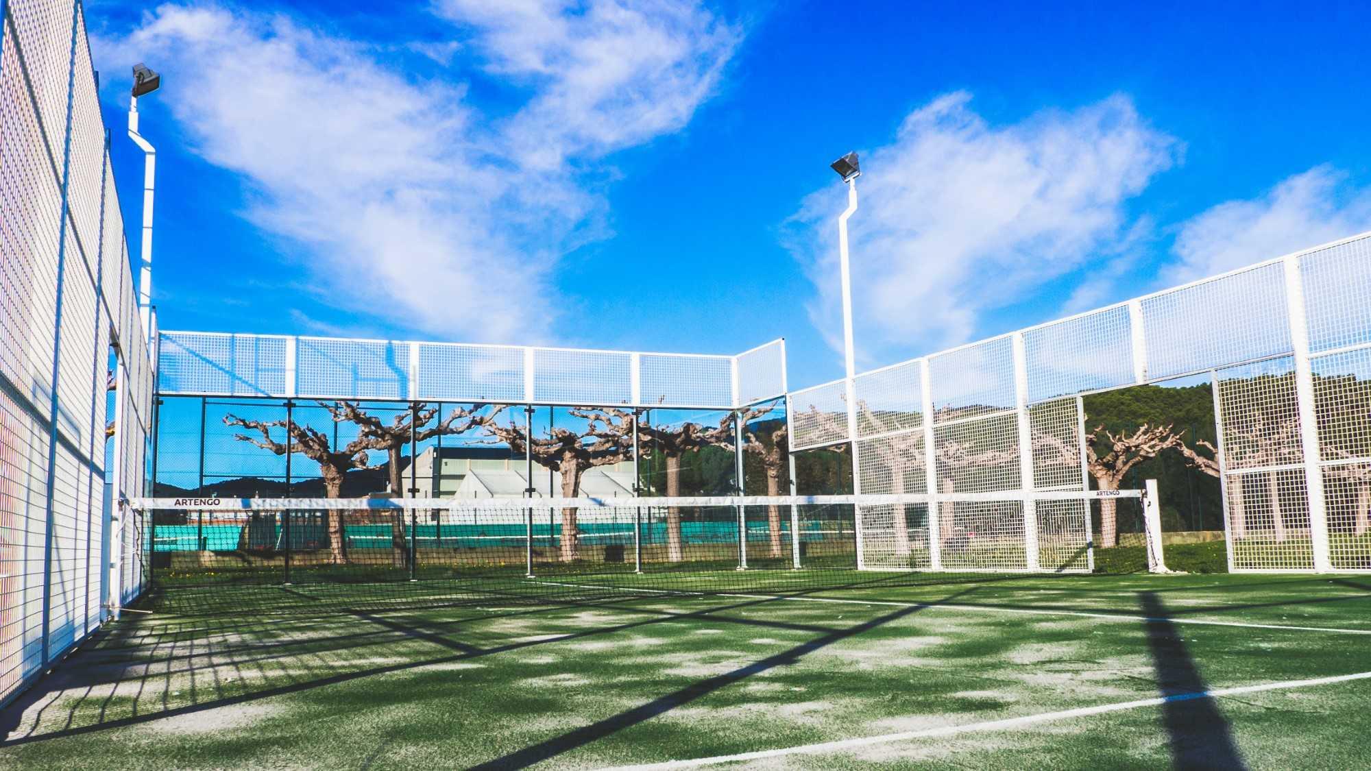 club tennis calonge 4 personalizado césped artificial - club tennis calonge 4 personalizado - No Solo Césped – Instalación de césped artificial para terraza y jardín